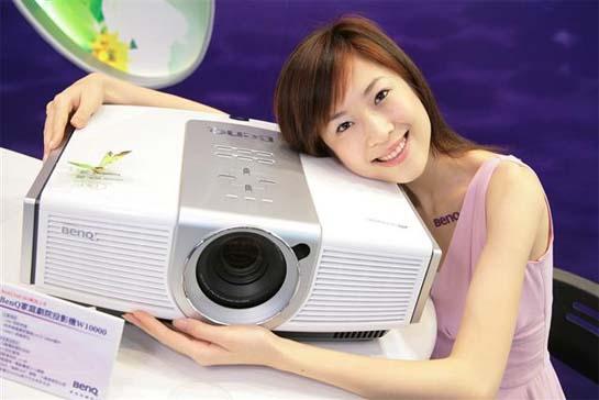 Новый DLP-проектор BenQ W10000: контрастность - 15000:1